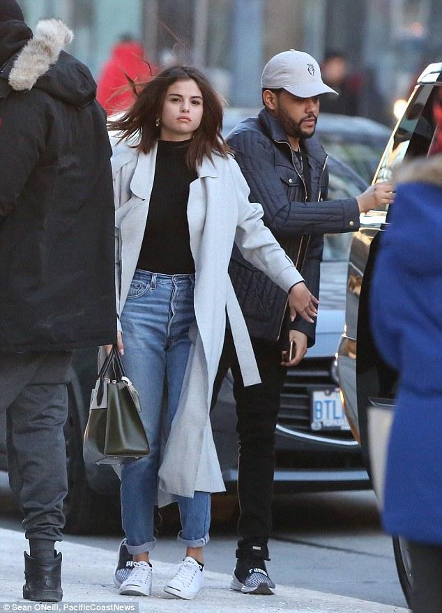 Selena Gomez xinh đẹp lộng lẫy đi hẹn hò đêm khuya với The Weeknd - Ảnh 7.