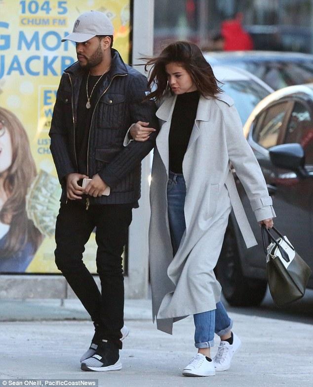 Selena Gomez xinh đẹp lộng lẫy đi hẹn hò đêm khuya với The Weeknd - Ảnh 8.