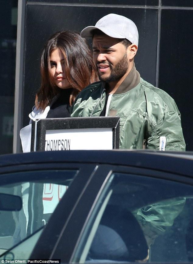 Selena Gomez xinh đẹp lộng lẫy đi hẹn hò đêm khuya với The Weeknd - Ảnh 10.