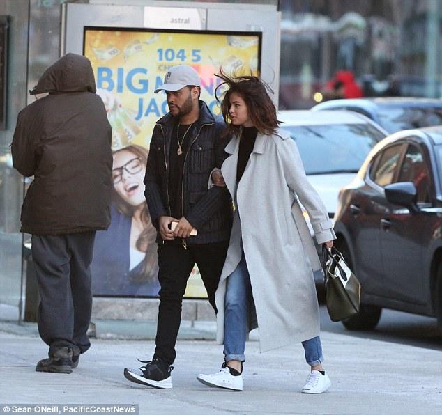 Selena Gomez xinh đẹp lộng lẫy đi hẹn hò đêm khuya với The Weeknd - Ảnh 9.