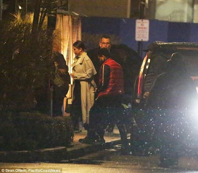 Selena Gomez xinh đẹp lộng lẫy đi hẹn hò đêm khuya với The Weeknd - Ảnh 6.