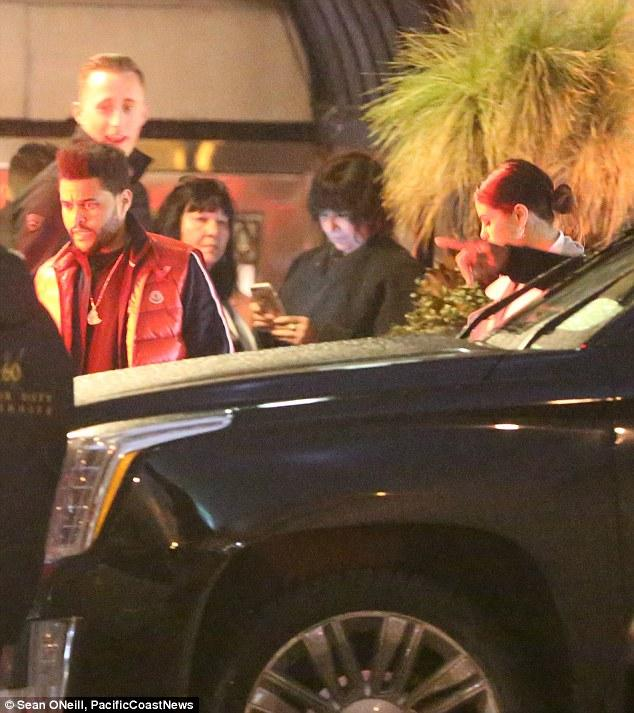 Selena Gomez xinh đẹp lộng lẫy đi hẹn hò đêm khuya với The Weeknd - Ảnh 4.