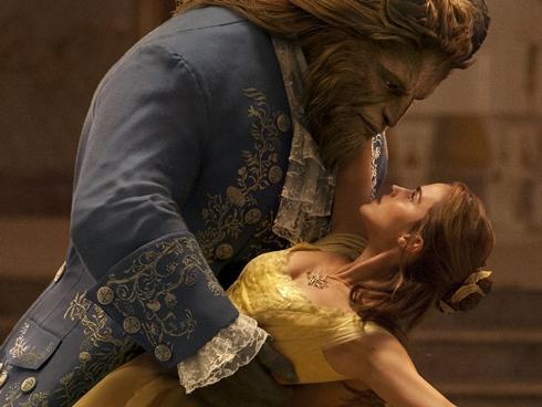 'Beauty and the Beast': Hãy cứ không hoàn hảo bởi trên đời này, Quái Vật cũng biết yêu cơ mà