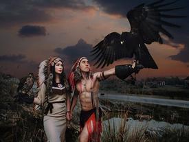 Ảnh cưới phong cách thổ dân với chim ưng và đại bàng