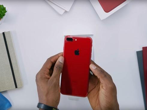 Mở hộp iPhone 7 Plus ĐỎ RỰC, đẹp không chê vào đâu được!