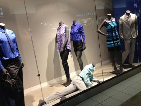 '50 sắc thái' của ma-nơ-canh thời trang khiến khách hàng sợ khiếp vía