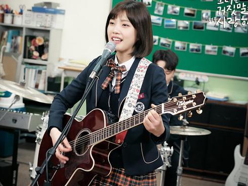 Joy (Red Velvet) bị 'ném đá' vì diễn dở trong 'The Liar and His Lover'