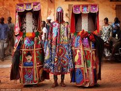 Những trang phục sặc sỡ trên thế giới