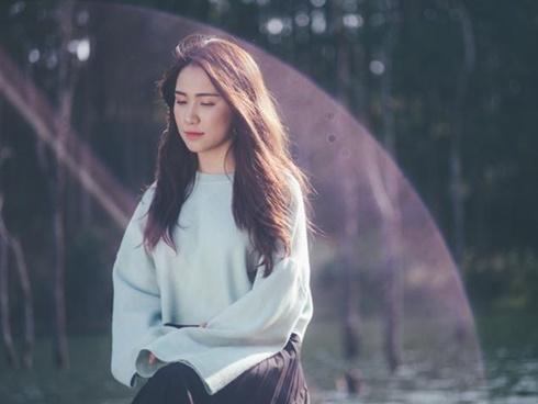 Thay đổi gu thời trang sang dịu dàng nữ tính, Hòa Minzy được so sánh với 'ngọc nữ' YoonA