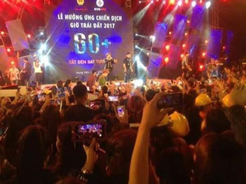 Clip: Sơn Tùng M-TP phải ngưng biểu diễn vì fan nữ bị chen lấn đến ngất xỉu