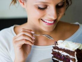 Cẩn thận với 5 thực phẩm vừa hại da vừa hại dáng nếu ăn quá nhiều
