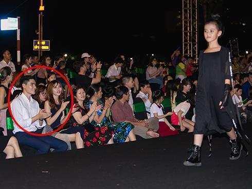 Quỳnh Châu – Quang Hùng nhiệt tình cổ vũ mẫu nhí đi catwalk