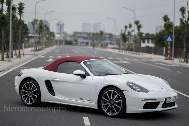 Cận cảnh Porsche 718 Boxster giá 4,5 tỉ đồng tại Việt Nam - Ảnh 1.