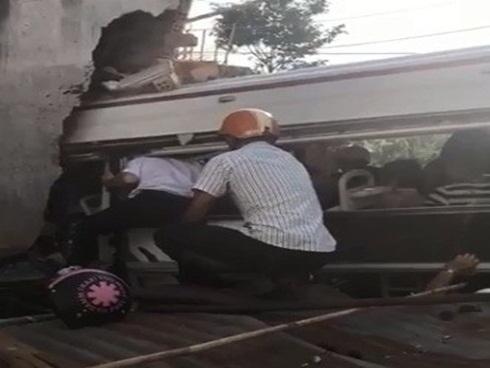 Xe Thành Bưởi đâm vào nhà dân, hai người tử vong