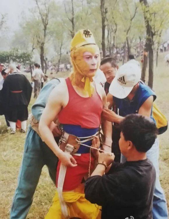 """choang voi ky xao """"5 xu"""" cua tay du ky ban kinh dien hinh anh 3"""