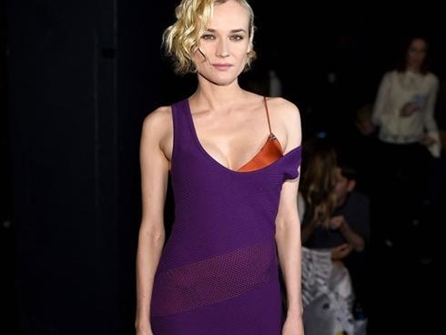 Loạt sao Hollywood diện trang phục khoe áo lót