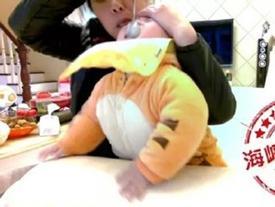 Bảo mẫu bóp mũi, tát vào mặt bé 1 tuổi khi cho ăn