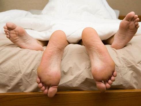 Ngủ với 30 người khác nhưng cặp đôi này vẫn khẳng định họ rất hạnh phúc