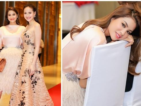 Khánh Ngân ton-sur-ton với 'thầy' Phạm Hương trong tiệc cảm ơn sau ngôi Hoa hậu