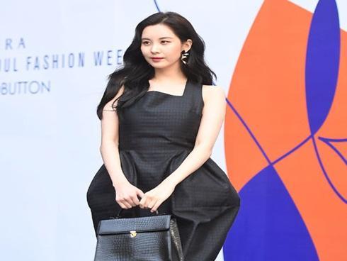 Chị hai của 'Những nàng công chúa nổi tiếng' xuất hiện xinh đẹp, Seohyun bỗng hóa 'xồ xề' vì váy xấu tại SFW