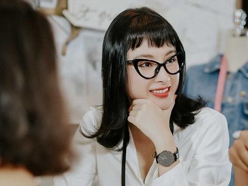Angela Phương Trinh khác lạ với da trắng muốt, tóc ngố đen tuyền