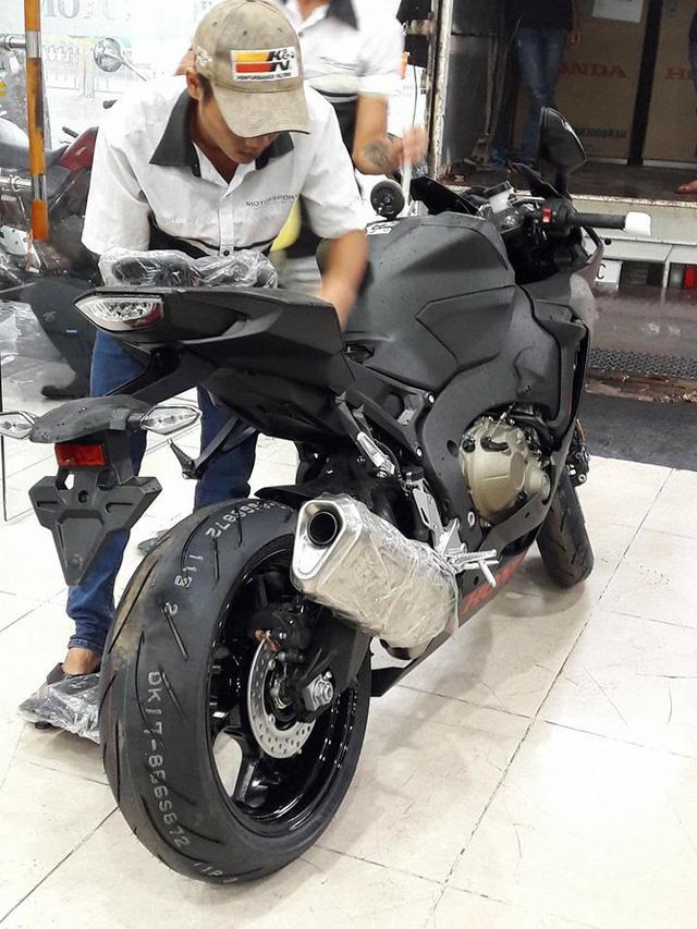 Siêu mô tô Honda CBR1000RR 2017 đầu tiên cập bến Việt Nam - Ảnh 4.