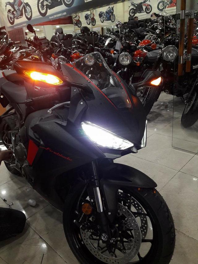 Siêu mô tô Honda CBR1000RR 2017 đầu tiên cập bến Việt Nam - Ảnh 7.