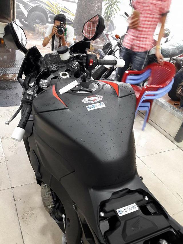 Siêu mô tô Honda CBR1000RR 2017 đầu tiên cập bến Việt Nam - Ảnh 10.