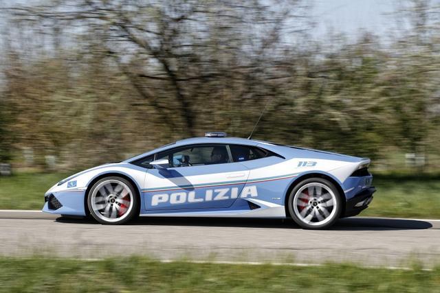 Cảnh sát Ý dùng siêu xe cây nhà, lá vườn Lamborghini Huracan làm ô tô tuần tra - Ảnh 3.