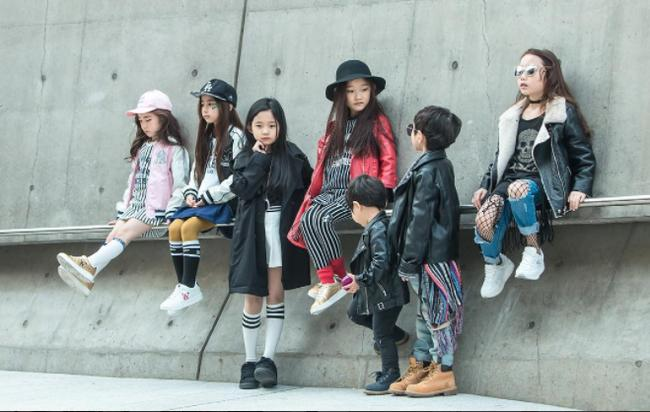 Cứ mỗi mùa Seoul Fashion Week đến, dân tình lại chỉ ngóng xem street style vừa cool vừa yêu của những fashionista nhí này - Ảnh 1.