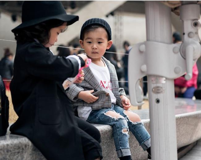 Cứ mỗi mùa Seoul Fashion Week đến, dân tình lại chỉ ngóng xem street style vừa cool vừa yêu của những fashionista nhí này - Ảnh 6.