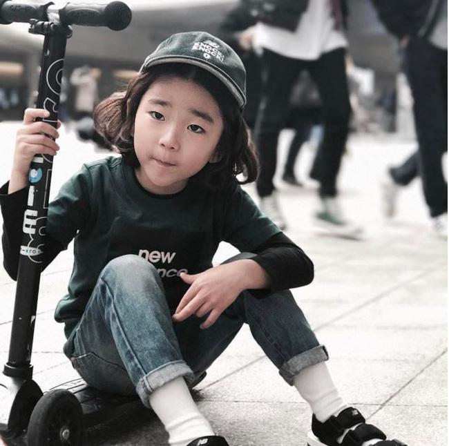 Cứ mỗi mùa Seoul Fashion Week đến, dân tình lại chỉ ngóng xem street style vừa cool vừa yêu của những fashionista nhí này - Ảnh 8.