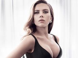 Loạt cảnh nóng táo bạo của 'biểu tượng sex' Scarlett Johansson