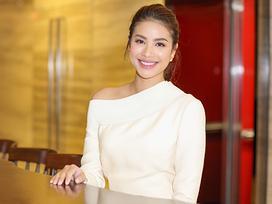 Hoa hậu Phạm Hương phát hành MV đầu tay nhưng 'làm ca sĩ còn phải tùy duyên'
