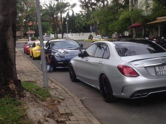 Mercedes-AMG C63 S Edition 1 của Cường Đô-la tụ tập cùng dàn xế độ hàng hiếm tại Sài thành - Ảnh 2.