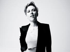 Thời trang giấu nhược điểm của mỹ nhân nóng bỏng Scarlett Johansson