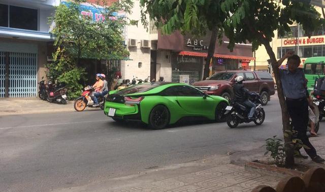 Hàng hot BMW i8 màu lạ của tay chơi Sài thành - Ảnh 2.
