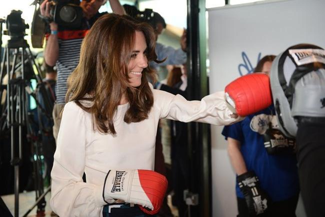 Công nương Kate gây bất ngờ khi thành thạo hơn 10 môn thể thao - Ảnh 1.