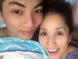 FB 24h: Phan Hiển công khai cảnh 'giường chiếu' bên bà xã