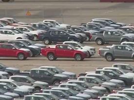 Ôtô nhập khẩu xếp đầy cảng tại TP.HCM