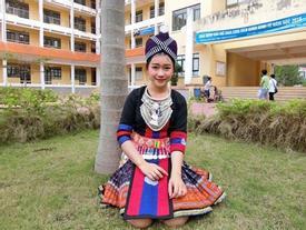 'Hot girl' Lào 19 tuổi xinh đẹp trong cuộc thi Hoa khôi Đại học Tây Bắc