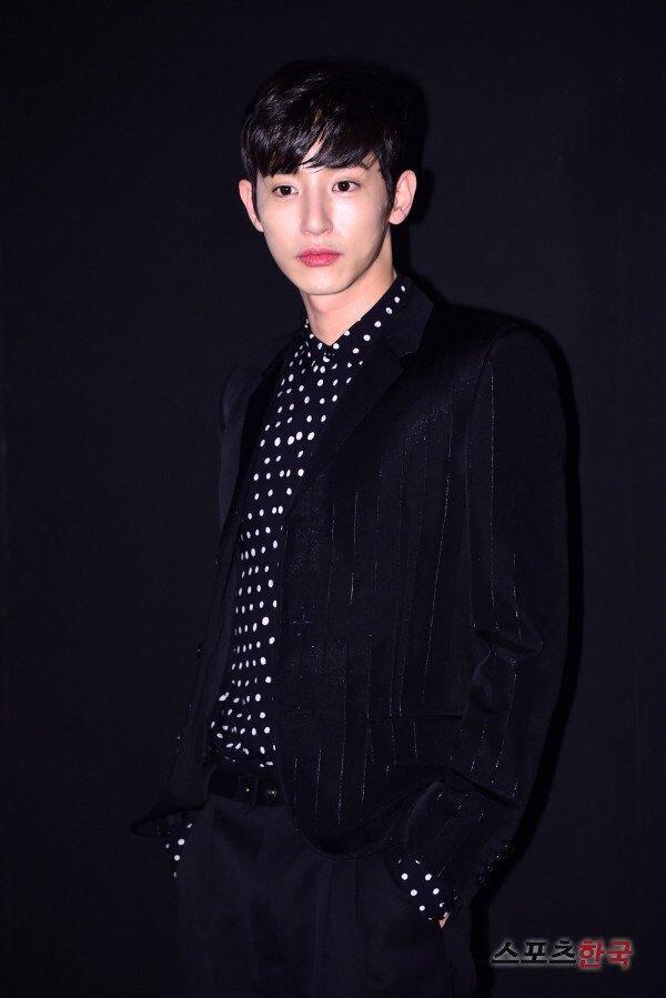 Hoàng tử ma cà rồng Lee Soo Hyuk đã không còn hoàn hảo như xưa vì... thẩm mỹ hỏng? - Ảnh 4.