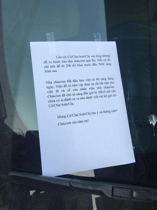 Hành xử văn minh: Cô gái xinh đẹp viết lời nhắn nhẹ nhàng gửi đến chủ xe đỗ chắn lối vào nhà - Ảnh 2.