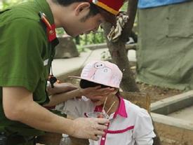 Đi chơi Lễ hội Đền Hùng, bé gái lớp 5 bị lạc qua đêm