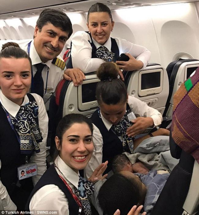 Bất ngờ sinh con trên máy bay ở độ cao gần 13 km - Ảnh 1.