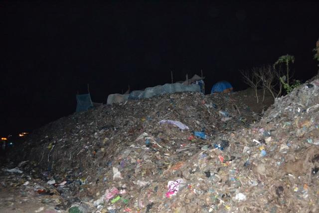Phát hiện cẳng chân người trong túi nylon tại bãi rác lớn nhất Trà Vinh - Ảnh 1.