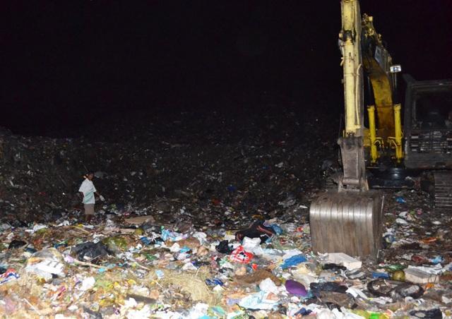 Phát hiện cẳng chân người trong túi nylon tại bãi rác lớn nhất Trà Vinh - Ảnh 2.