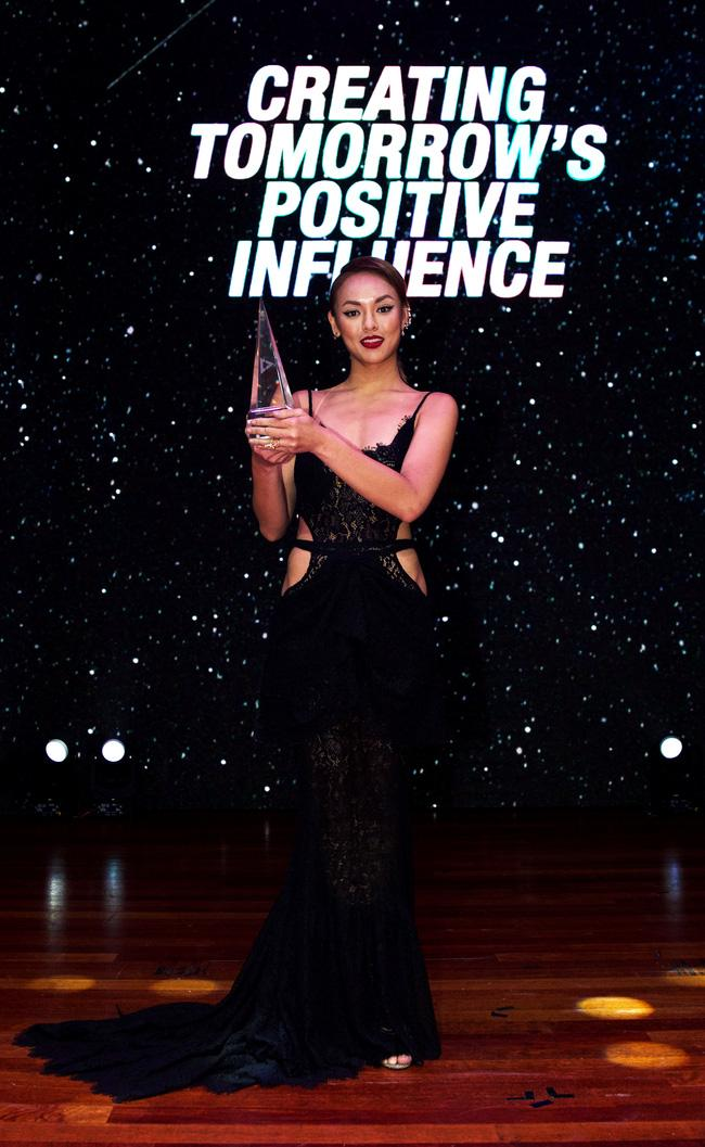 Vậy ra đây chính là lý do khiến Mai Ngô vắng mặt lúc được Jessica xướng tên nhận giải cao nhất! - Ảnh 3.