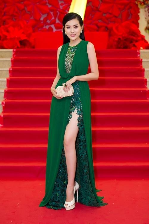 Vướng scandal 'lộ hàng', Hoàng Thùy Linh vẫn mặc đẹp nhất tuần