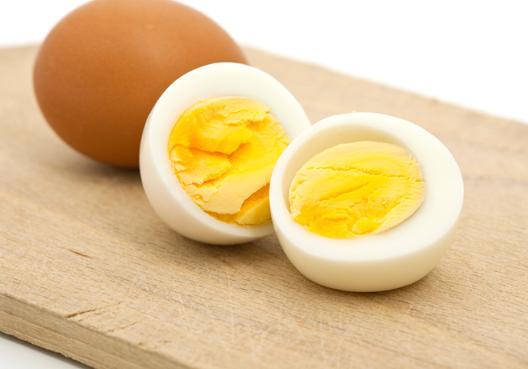 Image result for trứng gà luộc chẻ đôi